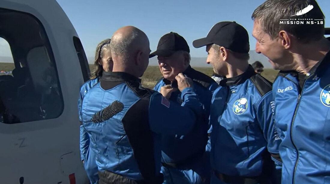 Willian Shatner, que interpretou o capitão Kirk de Jornadas nas Estrelas, é um dos tripulantes