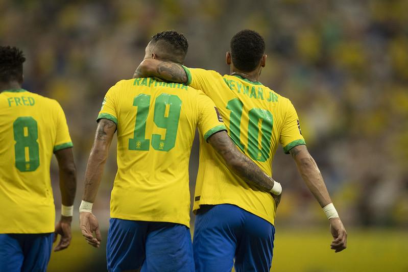 Raphinha (19) e Neymar (10)