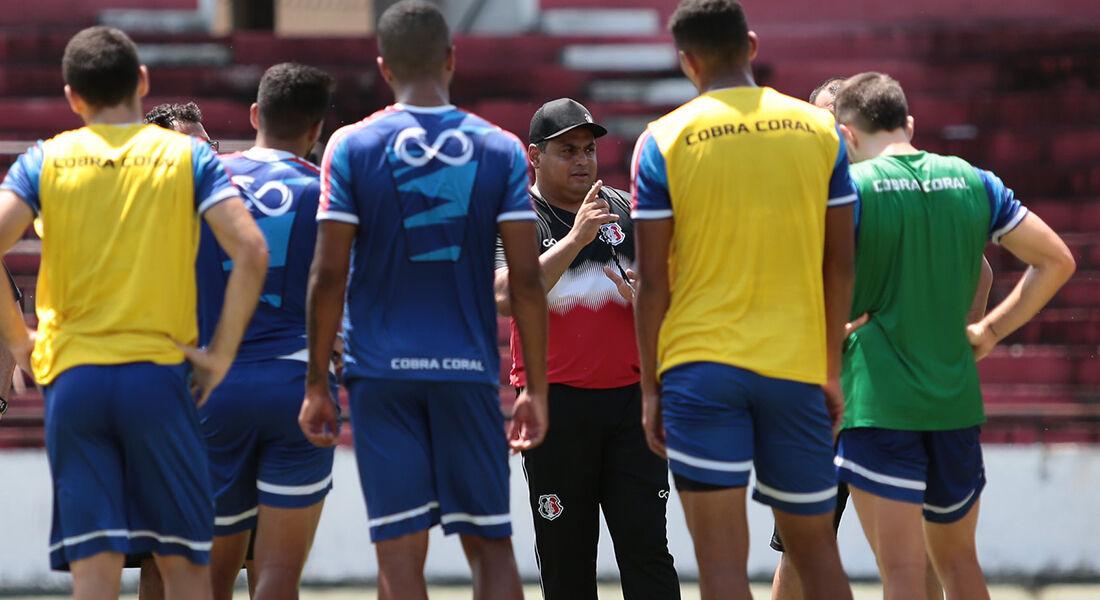 Leston Júnior projeta apenas contratações pontuais no Santa Cruz
