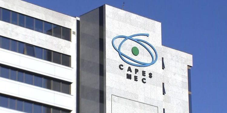 Capes anuncia novas regras para bolsas de pós-graduação - Folha PE