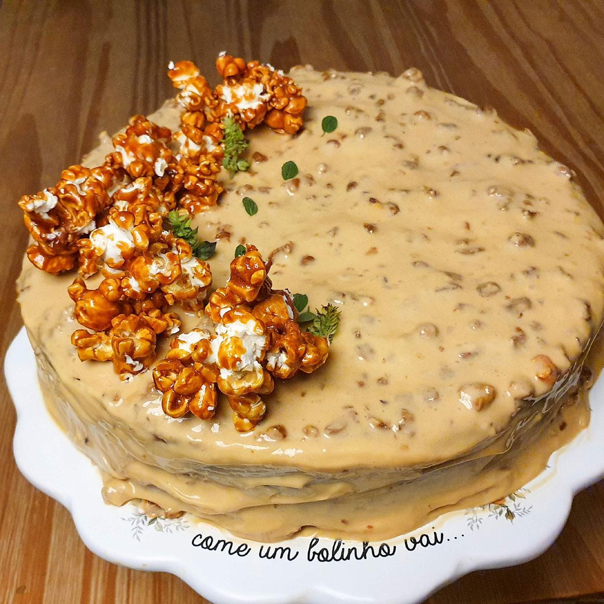 Gi Nacarato turbinou o seu Instagram com pratos variados, como o bolo de amendoim