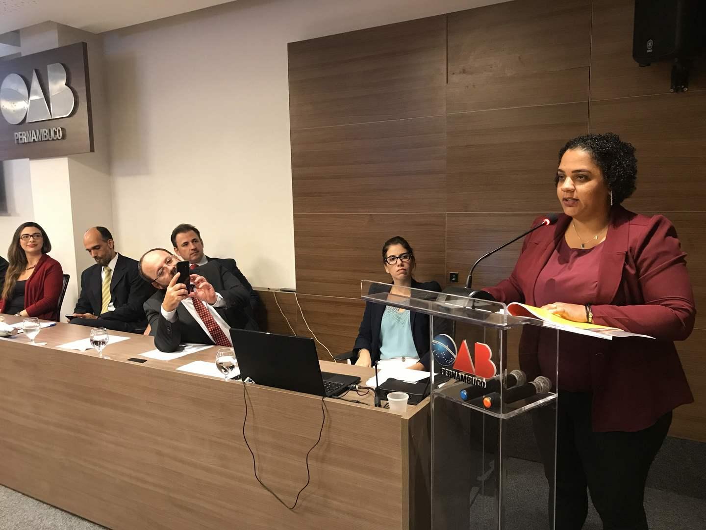 Manoela Alves é presidente da Comissão de Igualdade Racial da OAB-PE e 1a mulher negra a integrar o conselho da entidade em 78 anos
