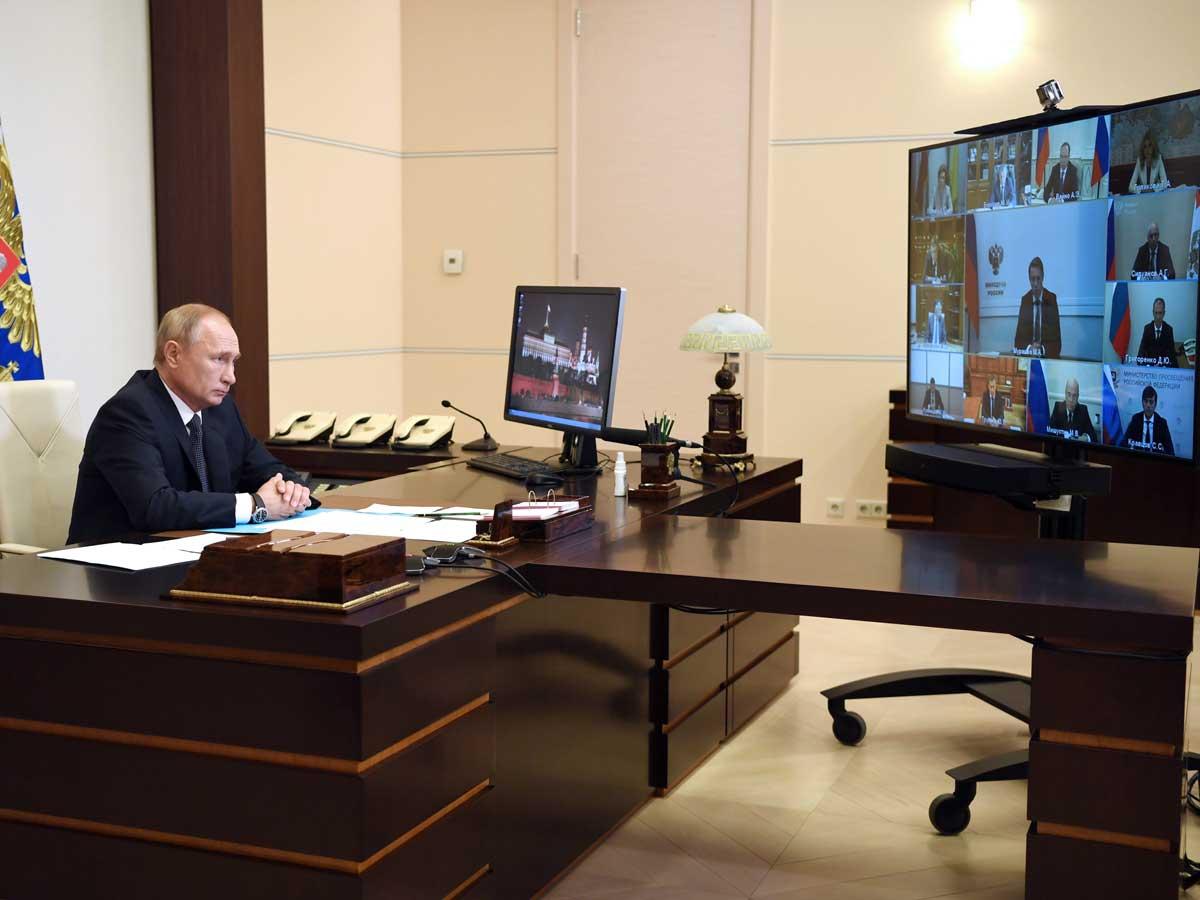 Putin anuncia vacina russa contra o coronavírus e diz que filha foi  inoculada - Folha PE