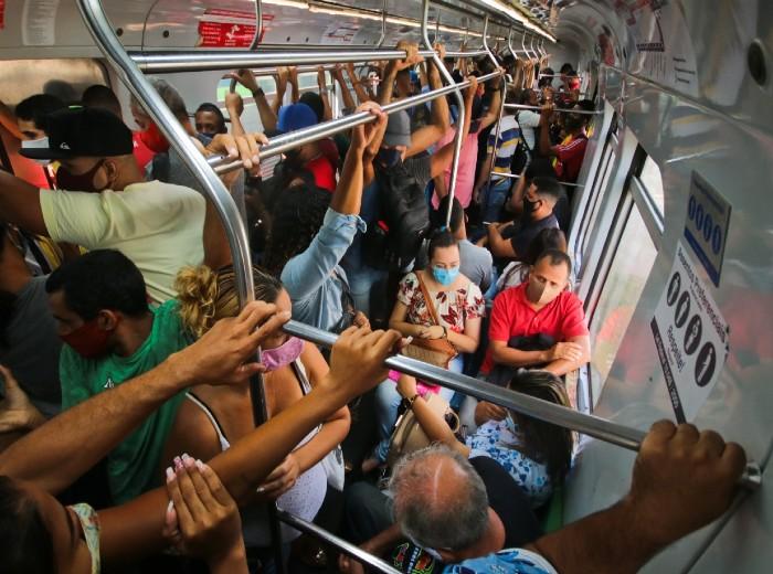 Aglomeração no Metrô do Recife