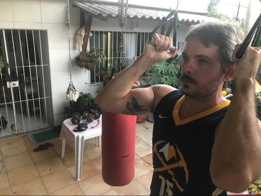 Fazendo musculação, Marcos Pastich, 40, deixou de fazer cirurgias no ombro e no joelho