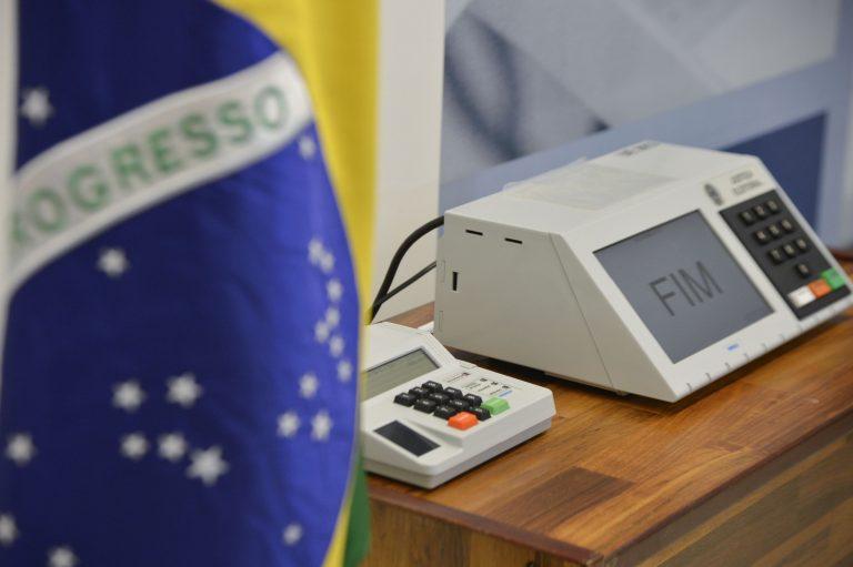 Chefe jurídico da campanha de Bolsonaro diz que voto impresso pode  aperfeiçoar eleição - Folha PE