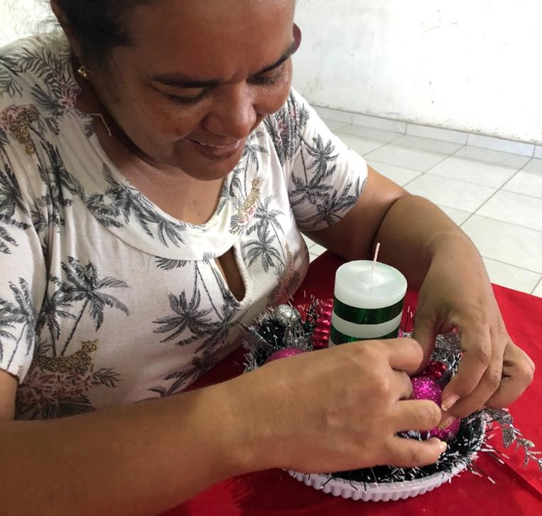 Leila Nunes, mãe de Laura, não deixa de decorar a casa, mesmo que não receba pessoas em casa