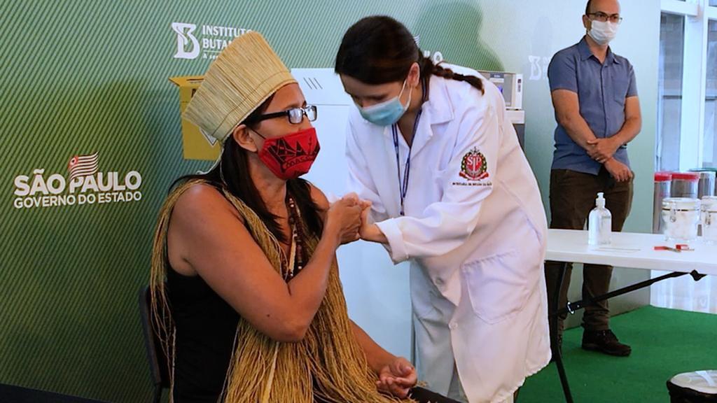 No primeiro dia, cem são vacinados no Hospital das Clínicas - Folha PE
