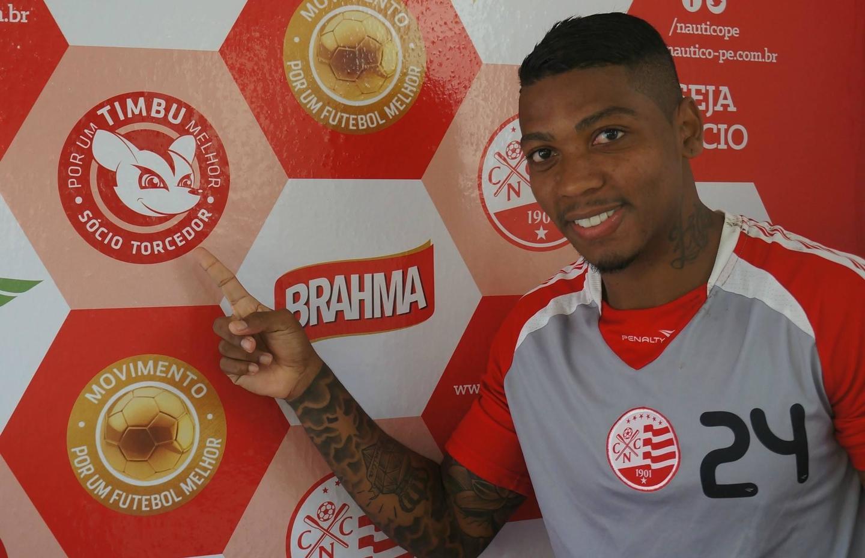 Destaque no Santos, Marinho passou pelo Náutico em 2014