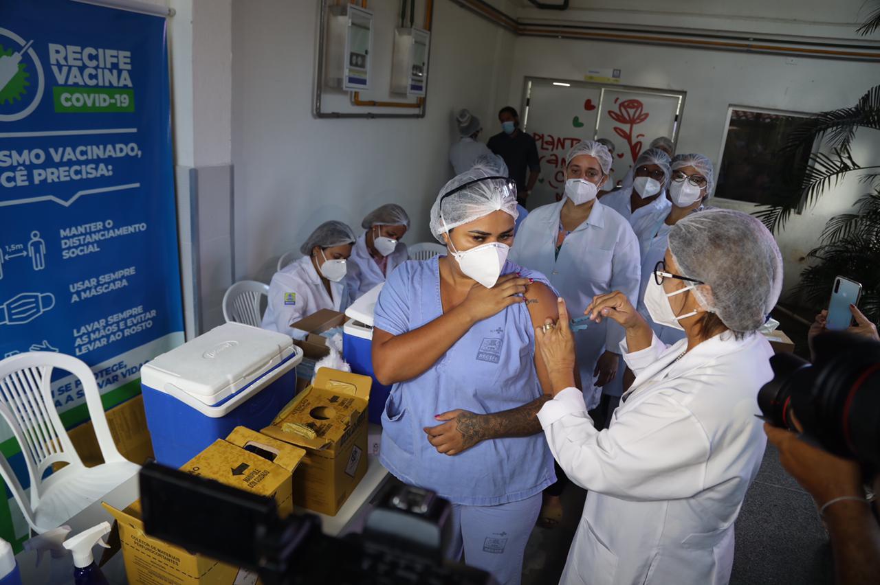 Vacinação no Hospital Provisório da rua da Aurora