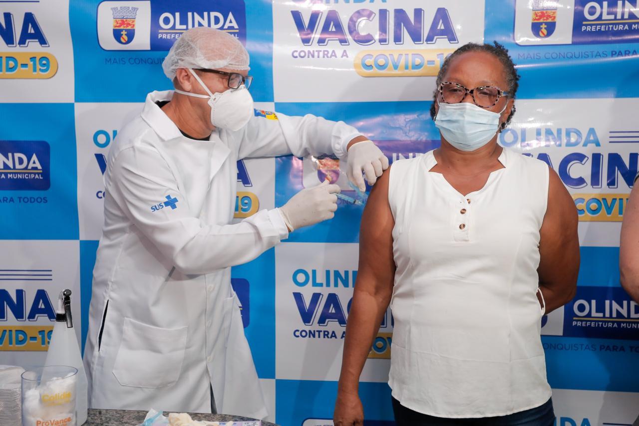 Técnica de enfermagem Maria Tereza de Lima, 56 anos