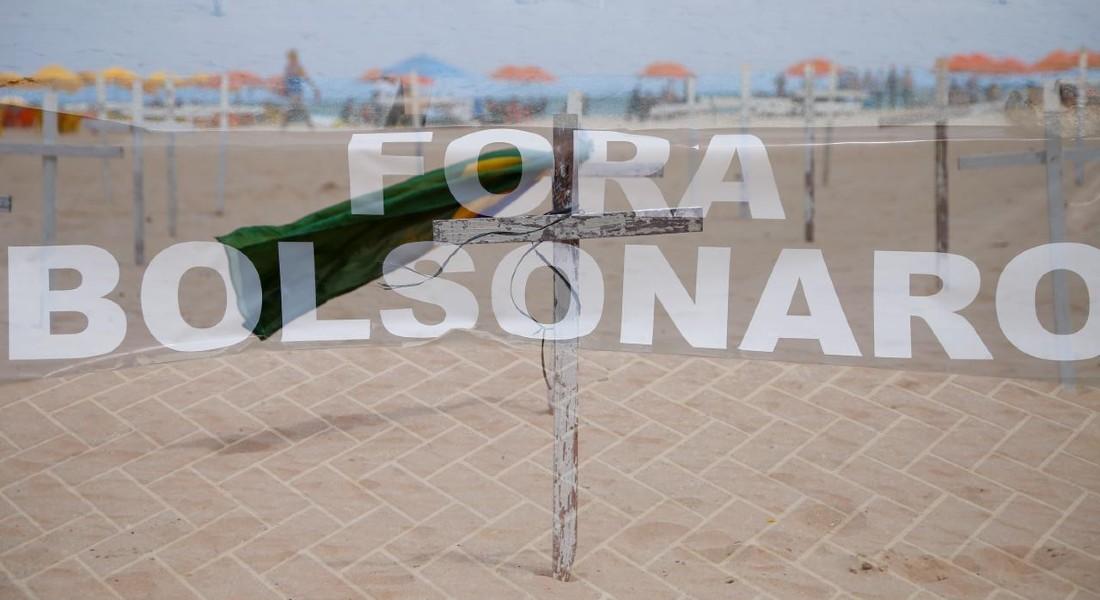 Encerramento do ato pedindo impeachment de Bolsonaro, no Pina