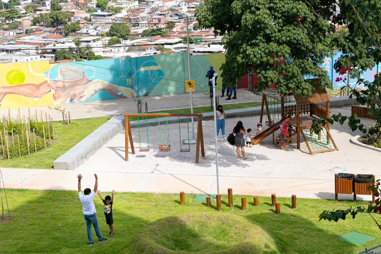 Praça infantil no Compaz do Alto Santa Teresinha