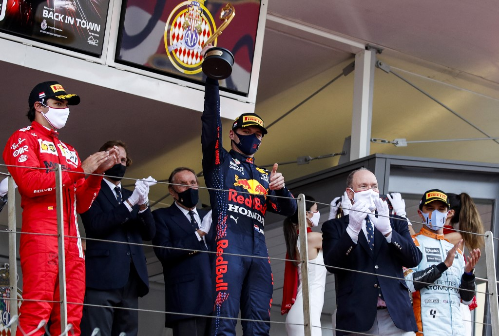 Verstappen vence GP de Mônaco e vira líder em dia de caos para Mercedes -  Folha PE