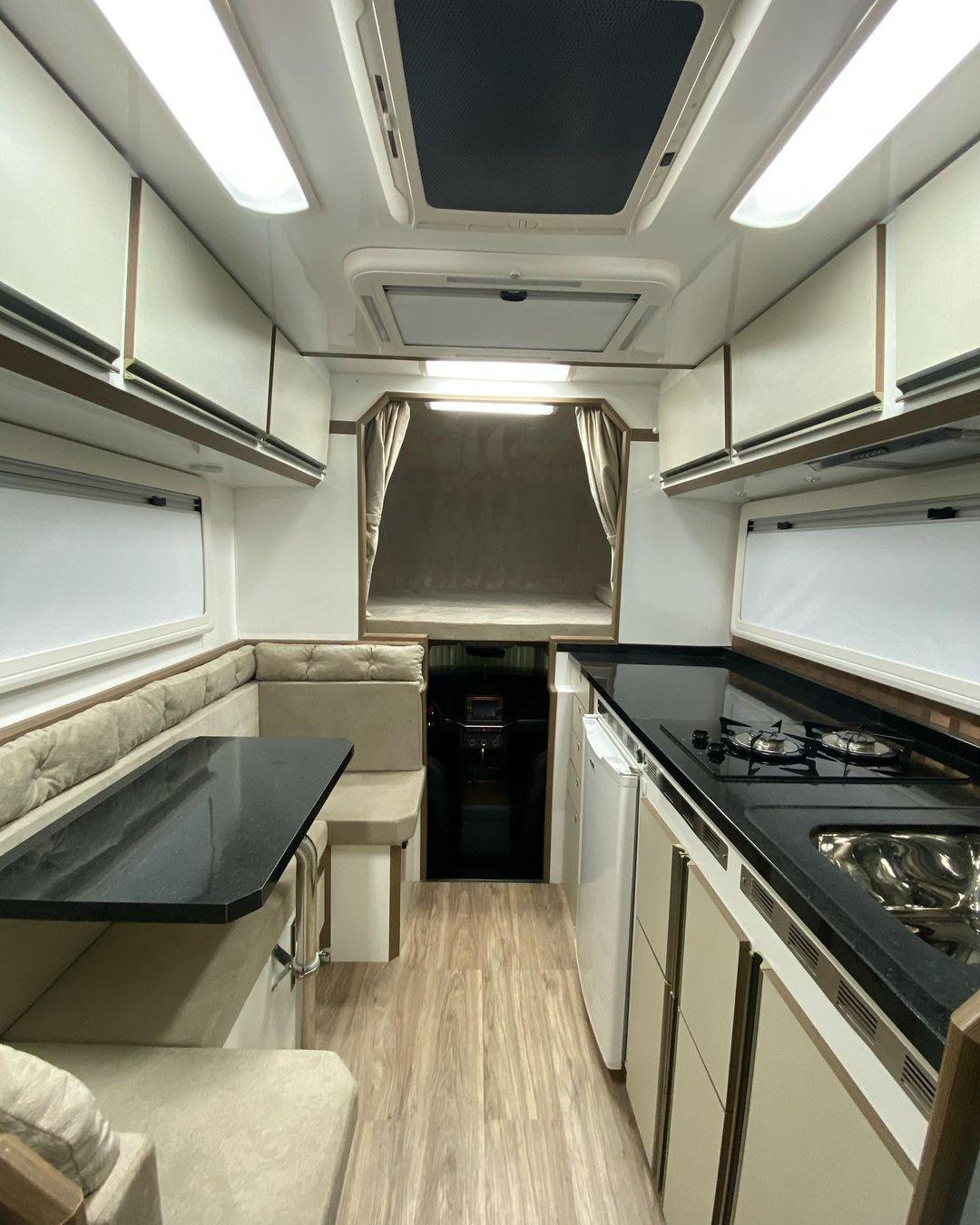 A cozinha da Amarok V6 motorhome