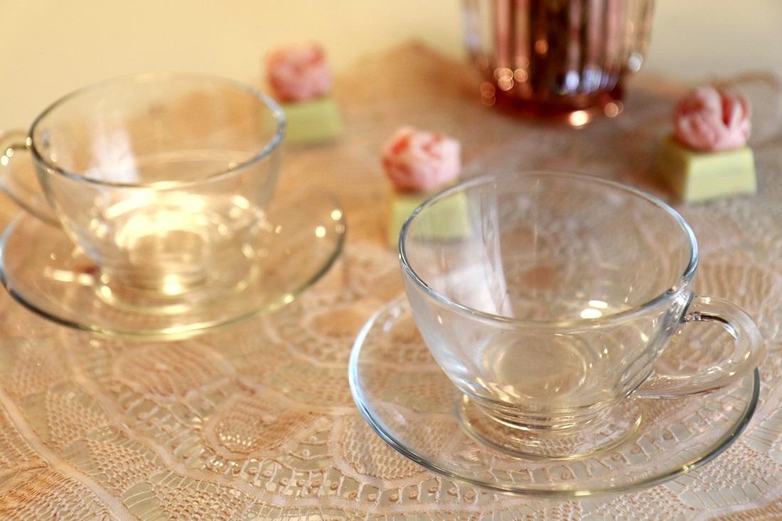 Xícaras transparentes formam o clássico atemporal