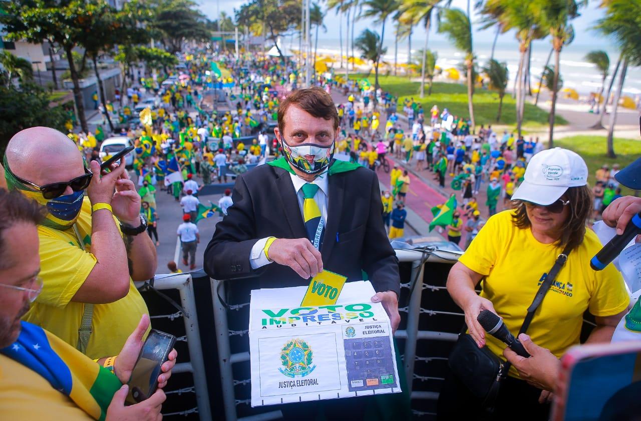 Manifestantes pró-Bolsonaro defendem voto impresso
