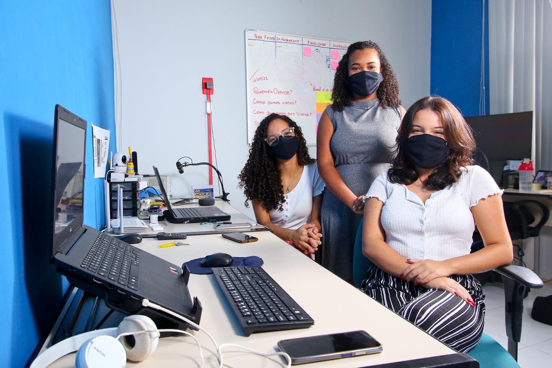 Cibele Benício, Duda Oliveira e Júlia Lopes (da esquerda para a direita) são fundadoras da startup Oxente Girls