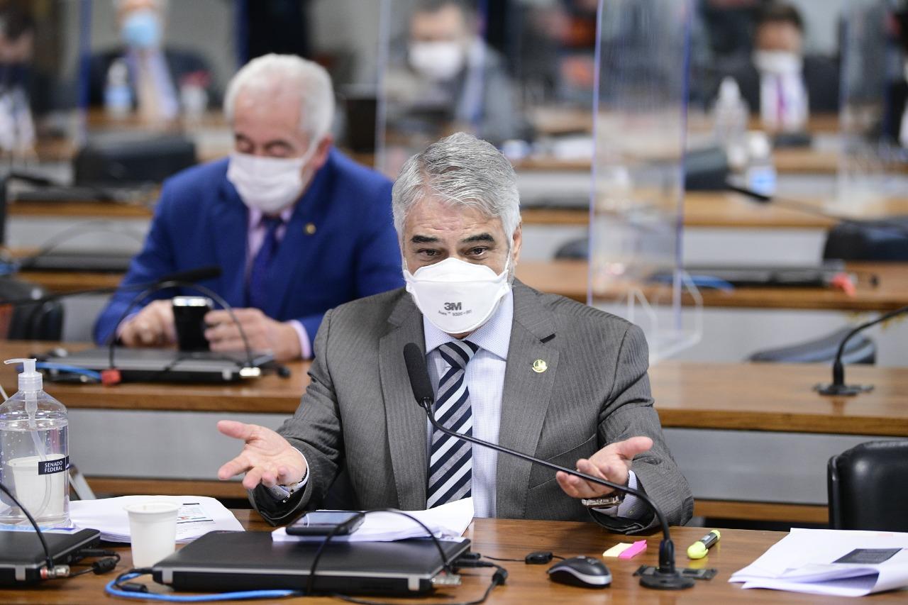 Senador Humberto Costa sugeriu acareação na semana que vem, com a presença do depoente que se ausentou nesta quinta (16)